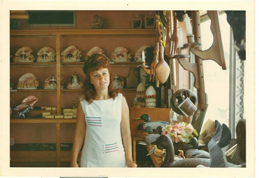 Micheles mom in Shell Shop