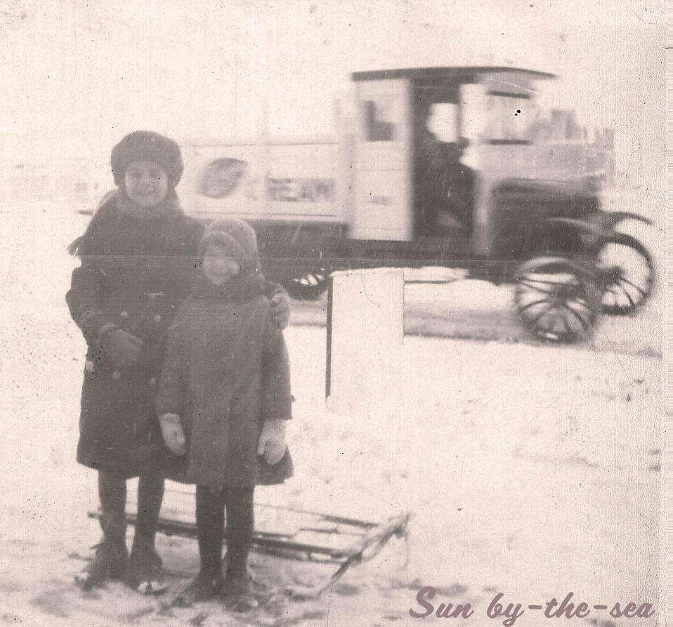 Betty & Katherine Braidwood on Olde New Jersey Ave., c. 1928